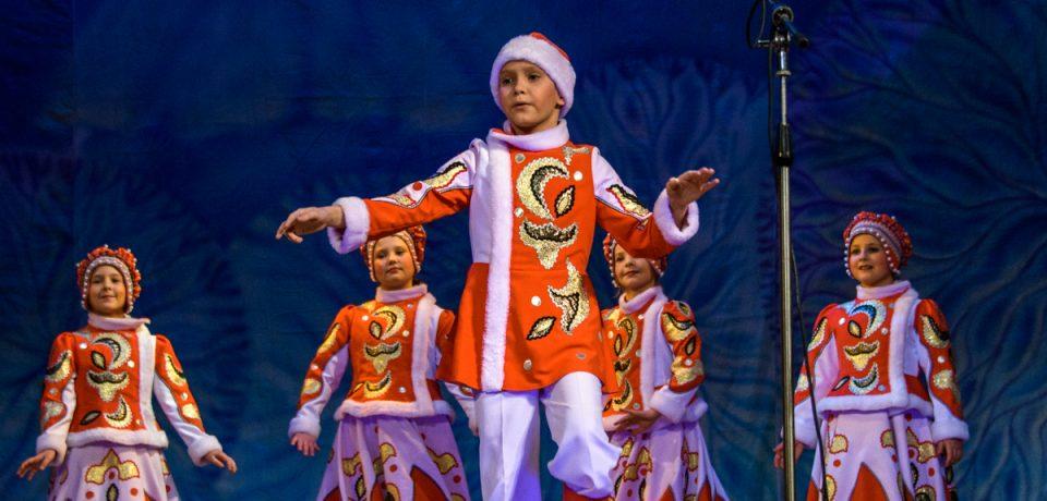 В ДК «Строитель» прошла  фольклорная  театрализованная программа «Ах — ты, Зимушка-зима!»