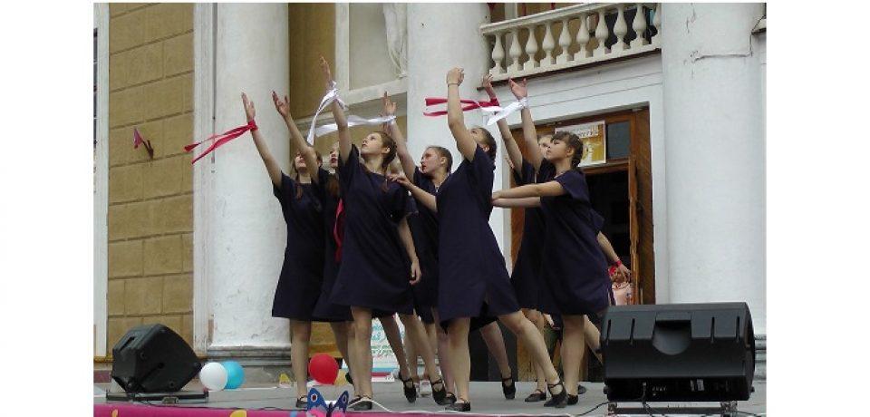 День России в поселке Новогорный был отмечен большим  праздничным концертом «Пою тебе, моя Россия».