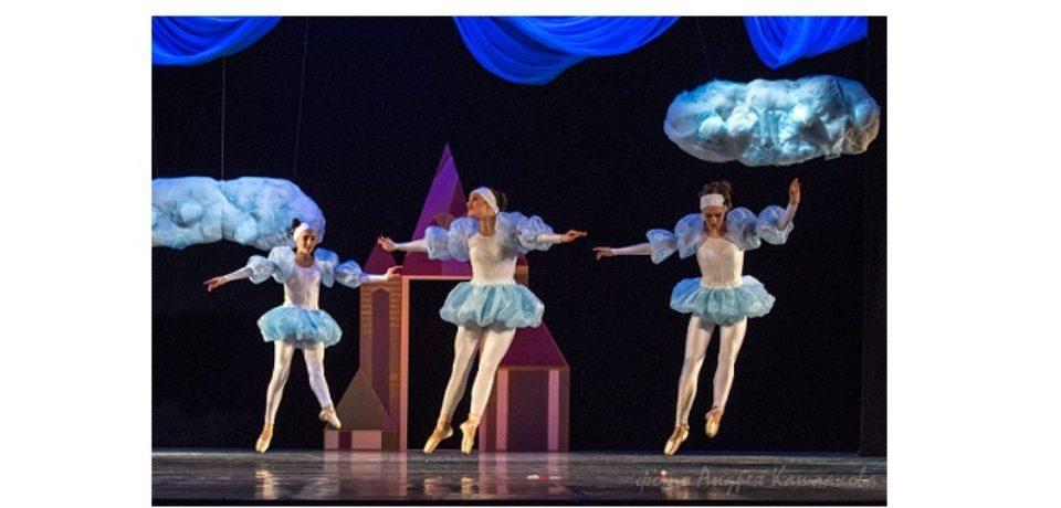 24 декабря, во Дворце культуры «Маяк» состоялась премьера балета «Девочка и облако».